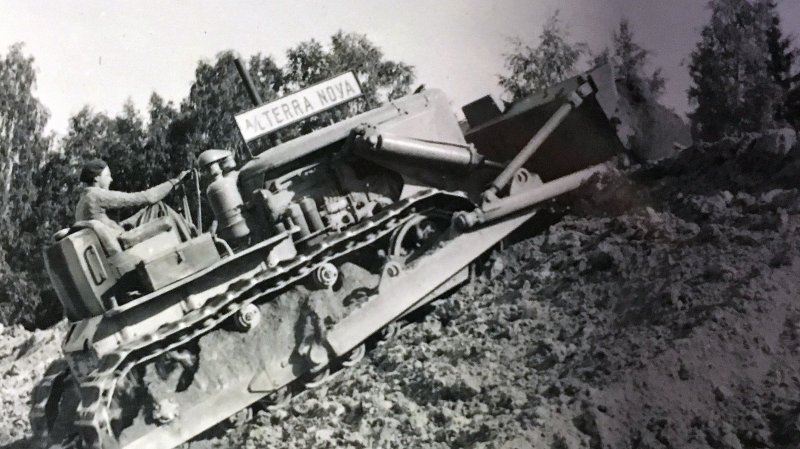 A/L Terra Novas 16 tonns bulldozer åpnet anleggsarbeidet.